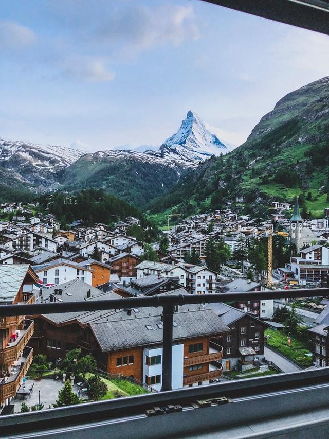 placing contractors in Switzerland